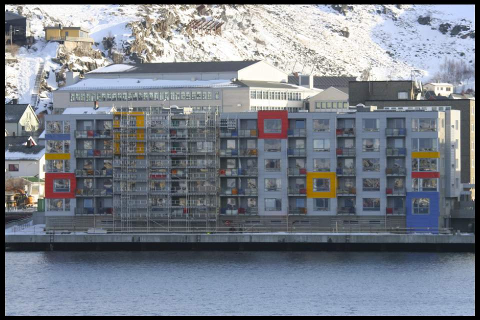 Hammerfest, morderne Architektur, Foto by Lookabout's Wife
